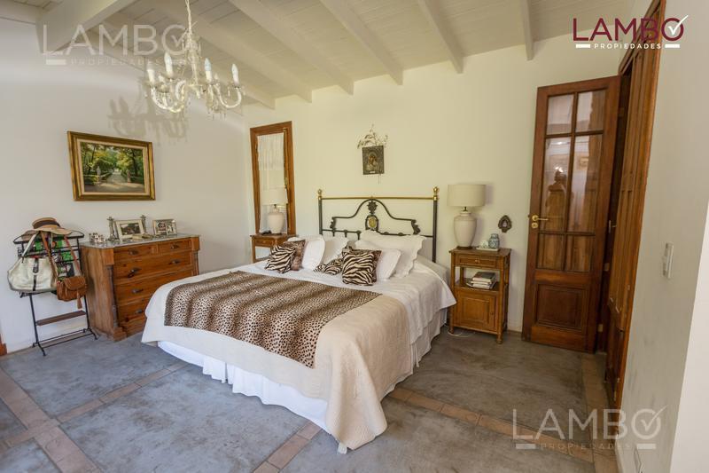 Foto Casa en Venta en  La Escondida,  Countries/B.Cerrado (Pilar)  VENTA casa de campo en La Escondida