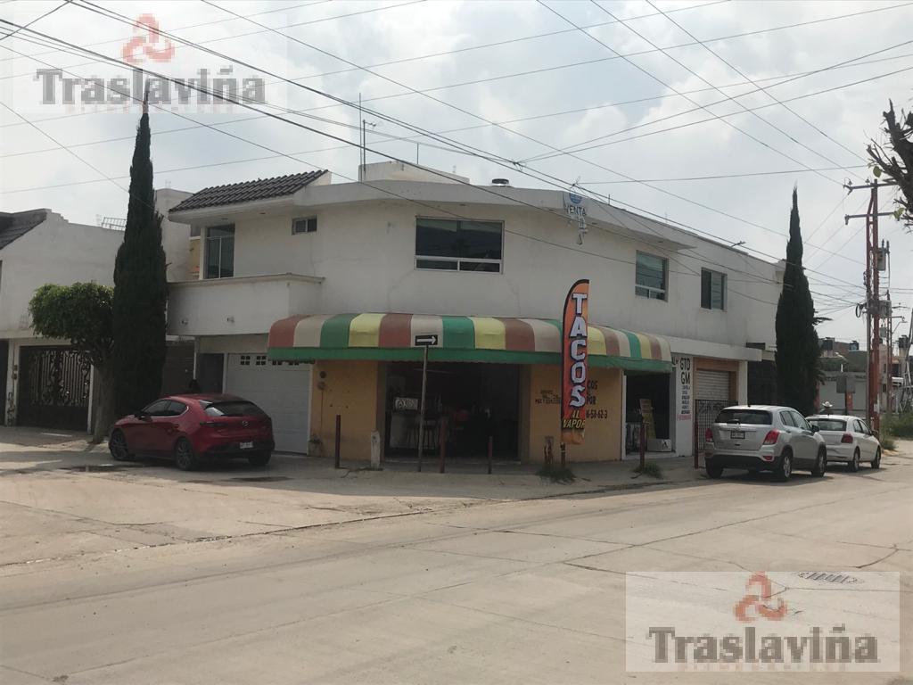 Foto Casa en Venta en  León ,  Guanajuato  Casa en venta en Colinas del Carmen con locales comerciales