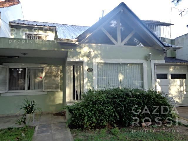 Foto Casa en Venta en  Adrogue,  Almirante Brown  PASAJE TERRAZA 220