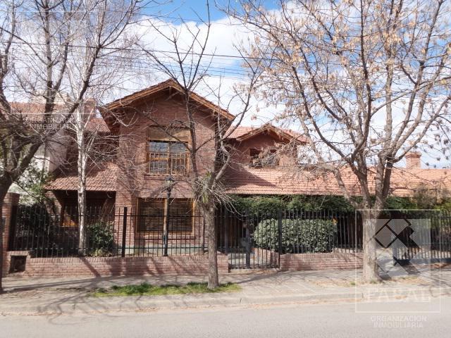 Foto Casa en Venta en  Cipolletti ,  Rio Negro  Maipú 509 - Barrio El Manzanar