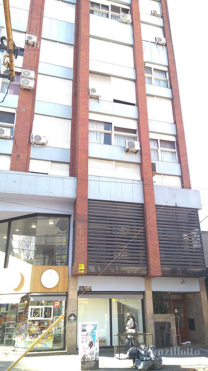 Foto Departamento en Venta en  Lanús Oeste,  Lanús  Ramos 10 1er piso( Apto Uso Profesional )