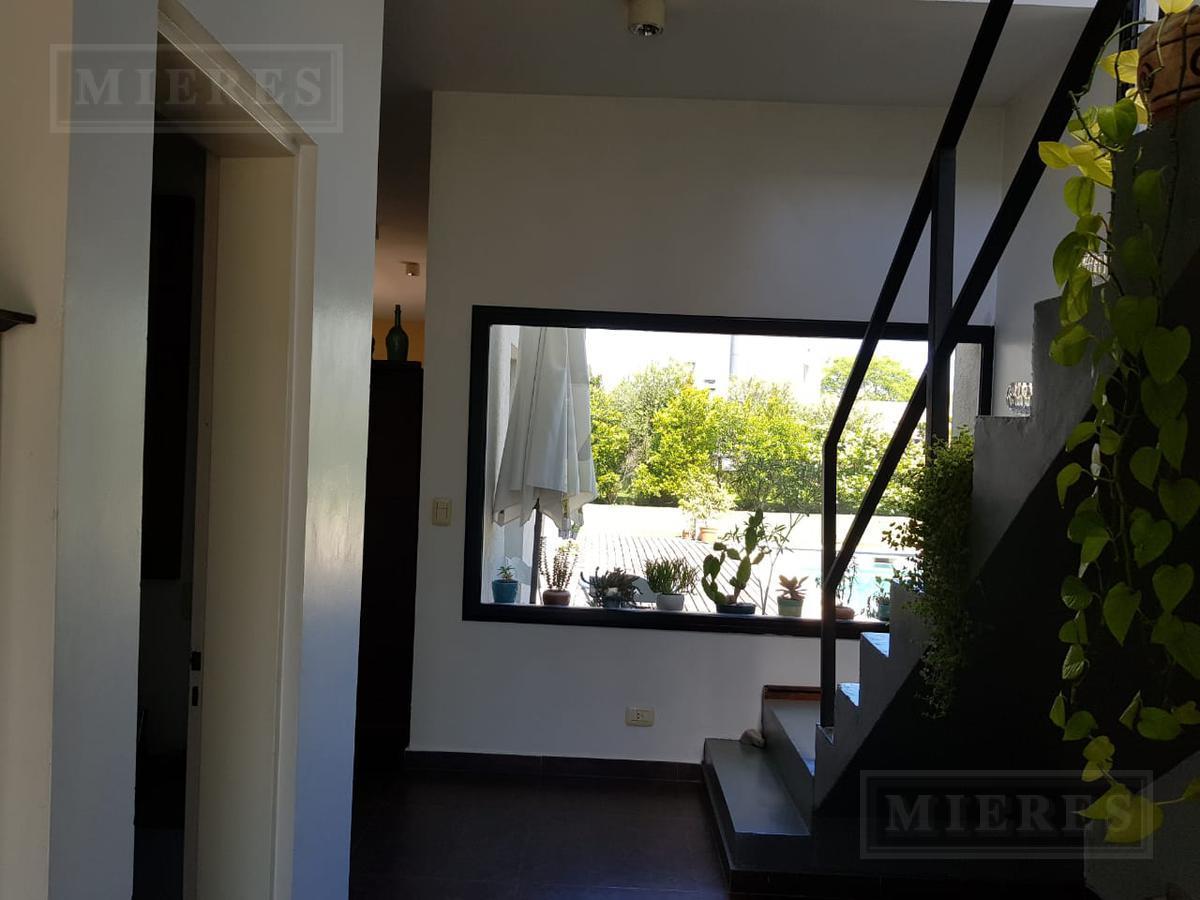 Hermosa casa a la Laguna  Estilo Moderno en el barrio cerrado San Agustin