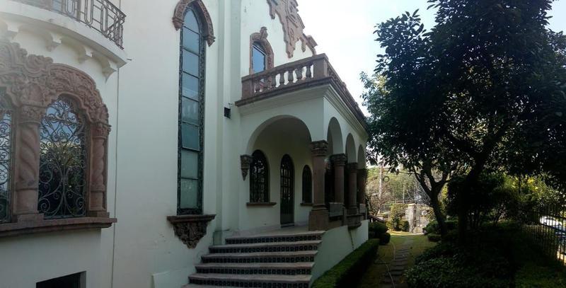 Foto Casa en Venta en  Lomas de Chapultepec,  Miguel Hidalgo  Av. de las Palmas Casa con Uso de Suelo en Venta