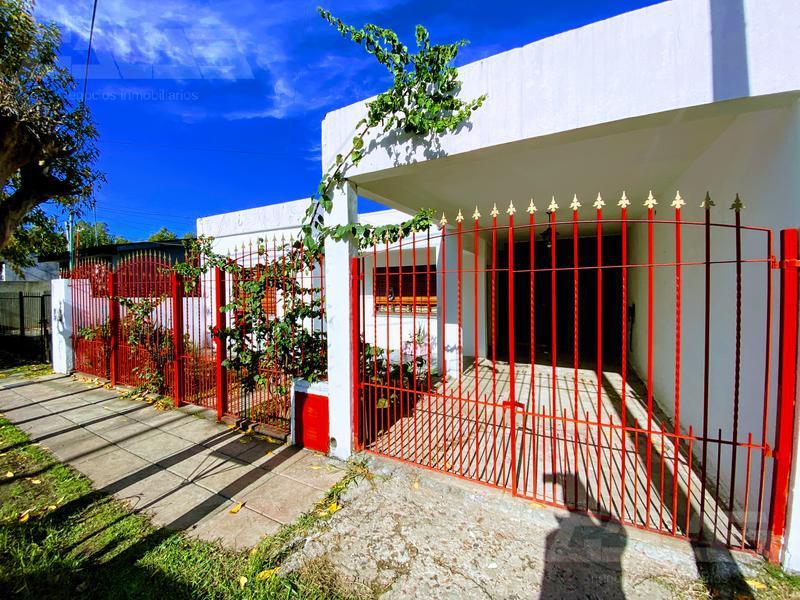 Foto Casa en Venta en  Ituzaingó Sur,  Ituzaingó  Achával Rodríguez al 1300