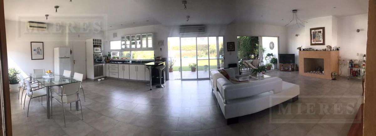 Casa en venta en el Barrio El Jacaranda