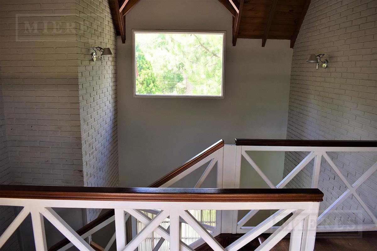 Casa de 390 mts en Mayling Club de Campo