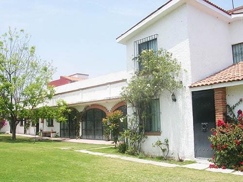 Foto Casa en Venta en  Fraccionamiento Club de Golf Tequisquiapan,  Tequisquiapan  2 casas en magnífica ubicación, 2 accesos.