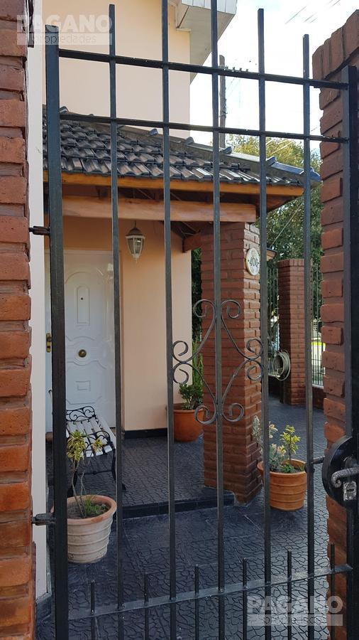 Foto Casa en Venta en  Tolosa,  La Plata  20 y 528 N° 406