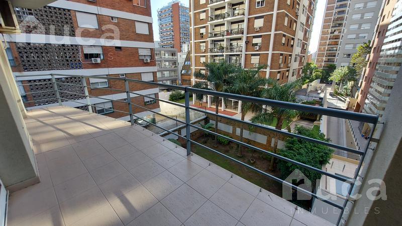 Foto Departamento en Venta en  Martinez,  San Isidro  Excelente departamento con cochera en el centro de Martínez | Vicente Lopez al 200