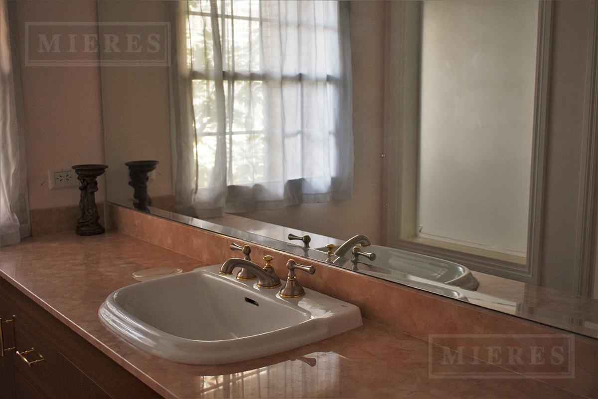 Mieres Propiedades - Casa de 650 mts en  Ayres Del Pilar