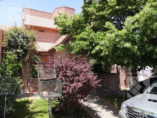 Foto Casa en Alquiler en  Área Centro Este ,  Capital  Rioja 857
