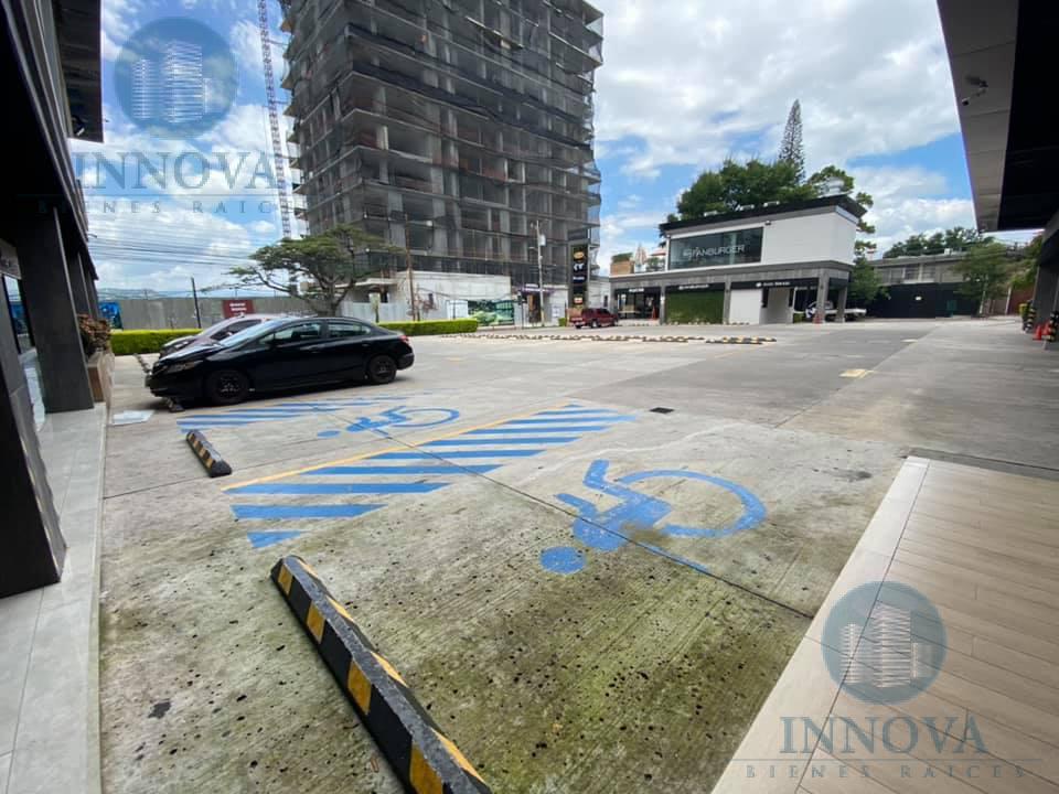 Foto Local en Renta en  Lomas del Guijarro,  Tegucigalpa  Local Comercial Plaza Las Lomas 50m2 Tegucigalpa