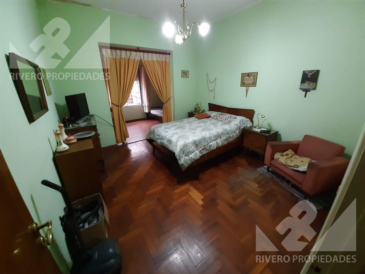 Foto Casa en Venta en  Moron Sur,  Moron  Belgrano al 1200