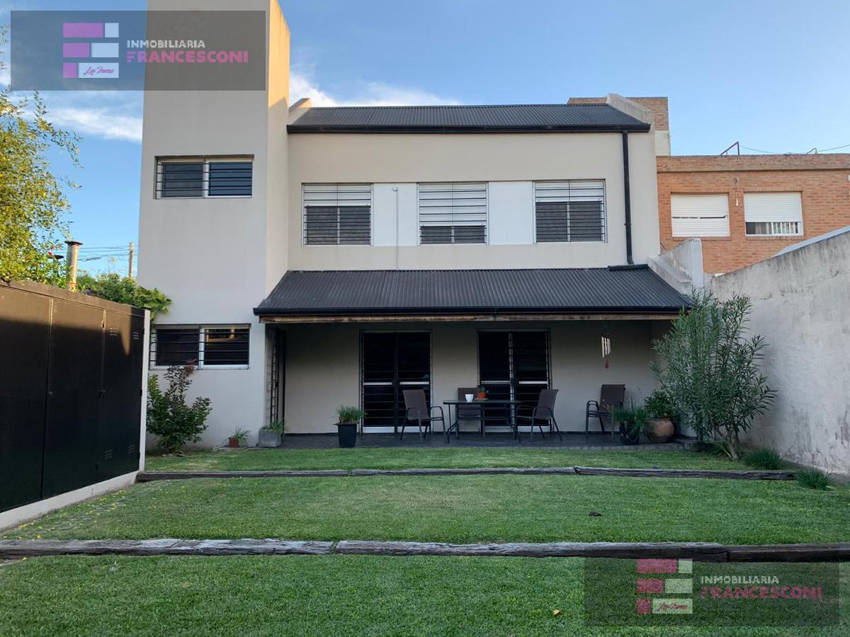 Foto Casa en Venta en  La Plata ,  G.B.A. Zona Sur  133 37 y 38
