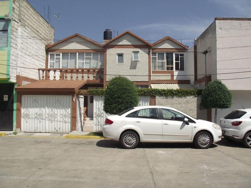 Foto Casa en Venta en  Ex-Hacienda de CoscotitlAn,  Pachuca  CASA DOS NIVELES, PRIVADA AV. LOS MAESTROS, PACHUCA