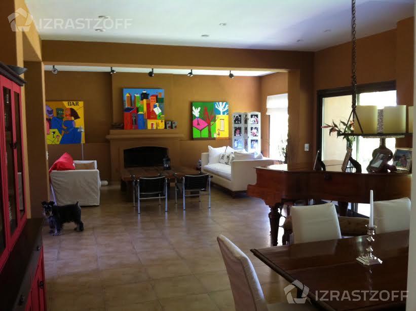 Casa--Santa Barbara-santa Bárbara al 1100