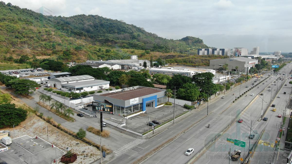 Foto Local en Venta en  Vía a la Costa,  Guayaquil  VENTA DE LOCAL ESQUINERO IDEAL PARA DEALER  DE CARROS