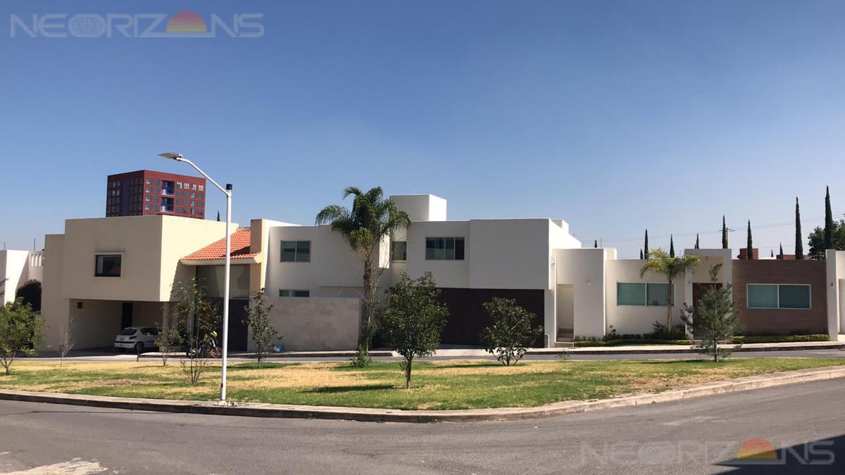 Foto Casa en Venta en  Lomas del Tecnológico,  San Luis Potosí  Casa Residencial en Privada de la Mancha Lomas del Tec San Luis Potosi