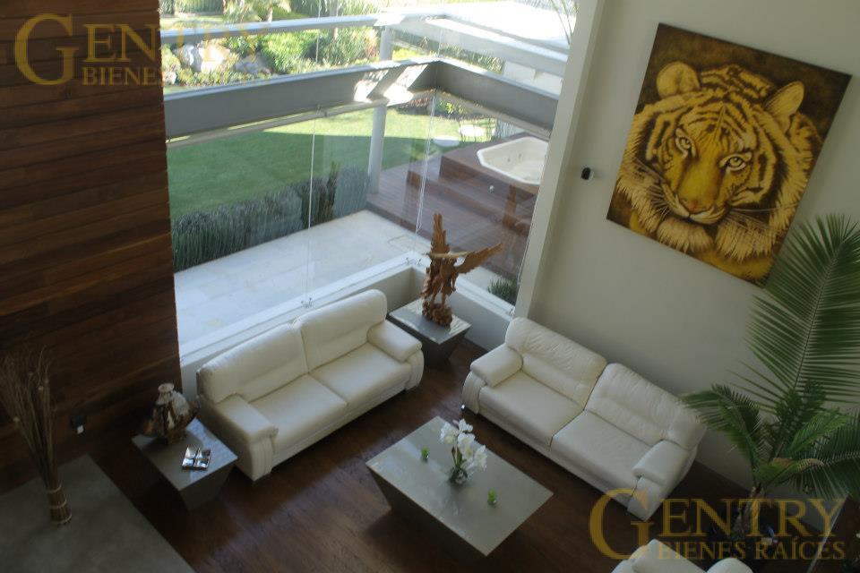 Foto Casa en Venta en  Fraccionamiento El Campanario,  Querétaro  Residencia en Venta, Estilo Moderno