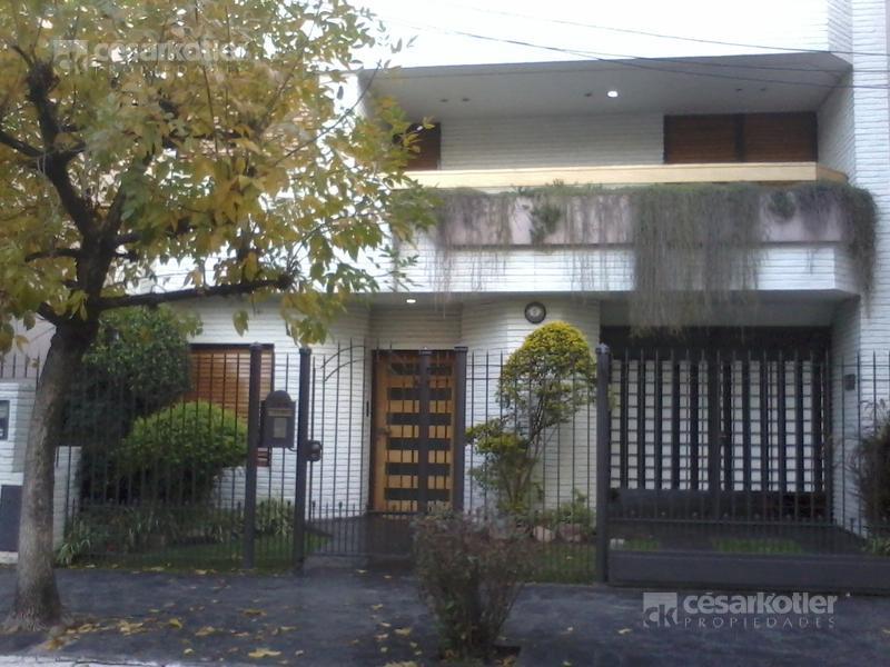 Foto Casa en Venta en  Lomas de Zamora Oeste,  Lomas De Zamora  Ramón Falcón 144