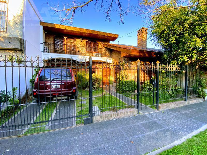 Foto Casa en Venta en  Castelar Sur,  Castelar  Foch al 1000