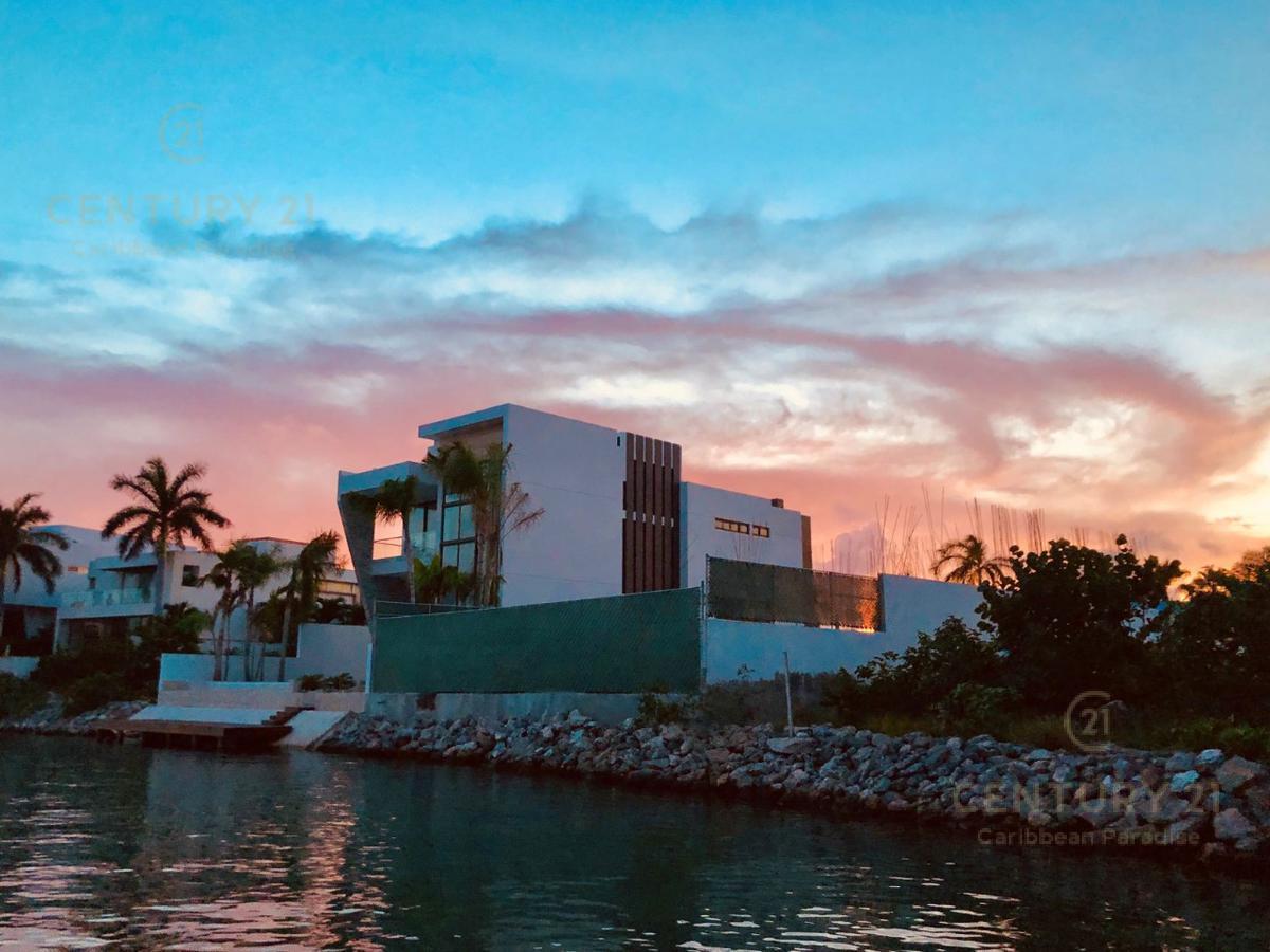 Puerto Cancún Casa for Venta scene image 0