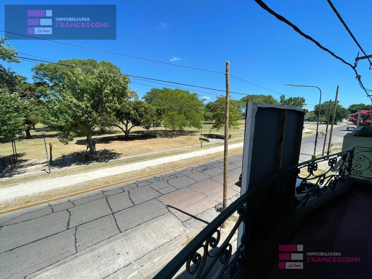 Foto Casa en Venta en  La Plata,  La Plata  65 24 y 25