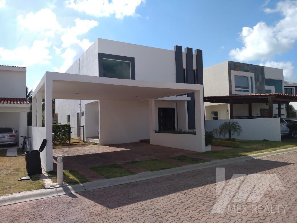 Foto Casa en Venta en  Zona Hotelera,  Cancún  CASA EN VENTA EN ISLA DORADA BOULEVARD, KM 12 ZONA HOTELERA, CANCUN, Q. ROO