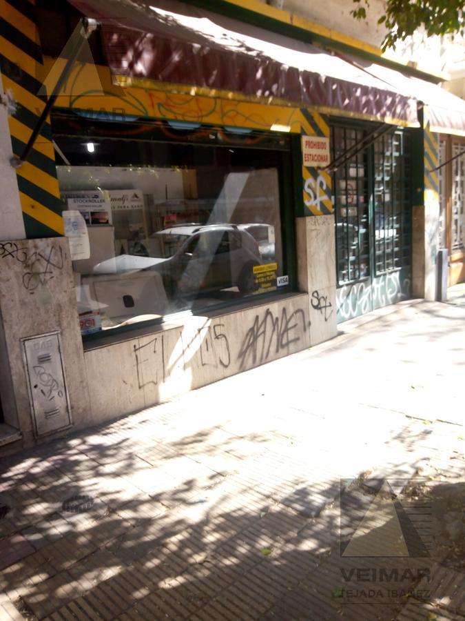 Foto Local en Alquiler en  La Plata ,  G.B.A. Zona Sur  3 e/ 49 y 50