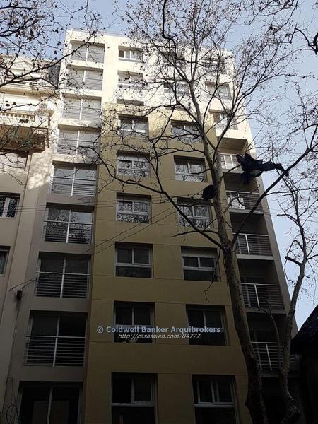 Foto Apartamento en Venta en  Centro (Montevideo),  Montevideo  Apartamento de 2 dormitorios en venta con renta en Centro