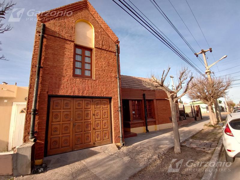 Foto Casa en Venta en  Trelew ,  Chubut  David Lloyd Jones al 1100