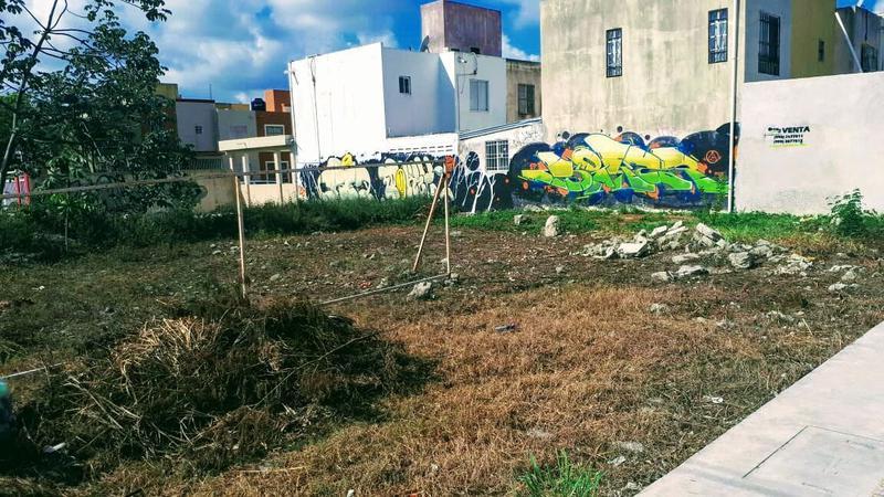Foto Terreno en Venta en  Cancún Centro,  Cancún  Terreno en Venta Excelente Ubicación Av. 20 de Noviembre esq. Av. Hacienda Quinta Las Garzas SM 202 Cancún C2222
