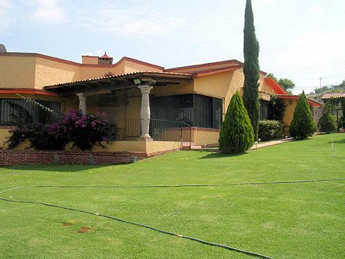 Foto Casa en Venta en  Fraccionamiento Los Viñedos,  Tequisquiapan  Bonita residencia con amplio jardín