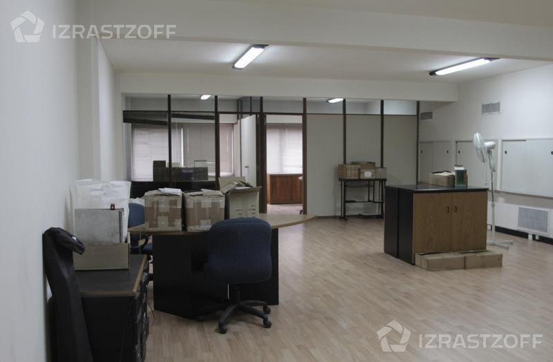 Oficina-Venta-Monserrat-Moreno  900 e/Bernardo de Yrigoyen