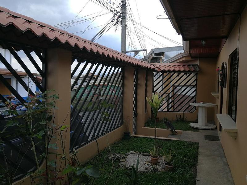 Foto Casa en Venta en  Ipis,  Goicoechea  Se vende casa independiente en El Alto de Guadalupe