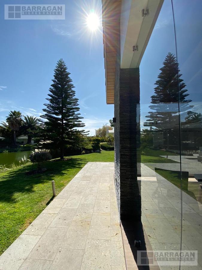Foto Casa en Venta en  Querétaro ,  Querétaro  Casa en Venta El Campanario, Querétaro
