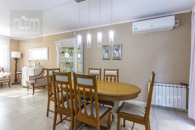 Foto Casa en Venta en  Lomas de Zamora Oeste,  Lomas De Zamora  Larrea 514