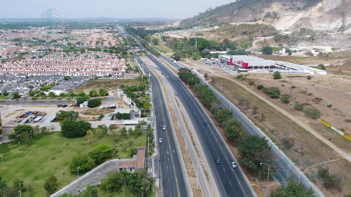 Foto Terreno en Venta |  en  Vía a la Costa,  Guayaquil  VENTA DE TERRENO COMERCIAL VIA A LA COSTA