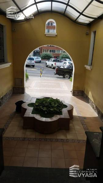 Foto Oficina en Alquiler en  Centro Norte,  Quito  EL EJIDO - AV. PATRIA Y Av. 6 DE DICIEMBRE, SE ARRIENDA CASA PARA OFICINA, 280 M2