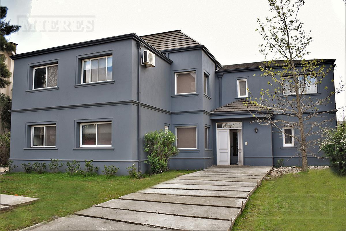 Casa de 370 mts. en Boulevares