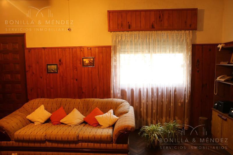 Foto Casa en Venta en  Maldonado ,  Maldonado  Avenida Aparicio Saravia , zona comercial