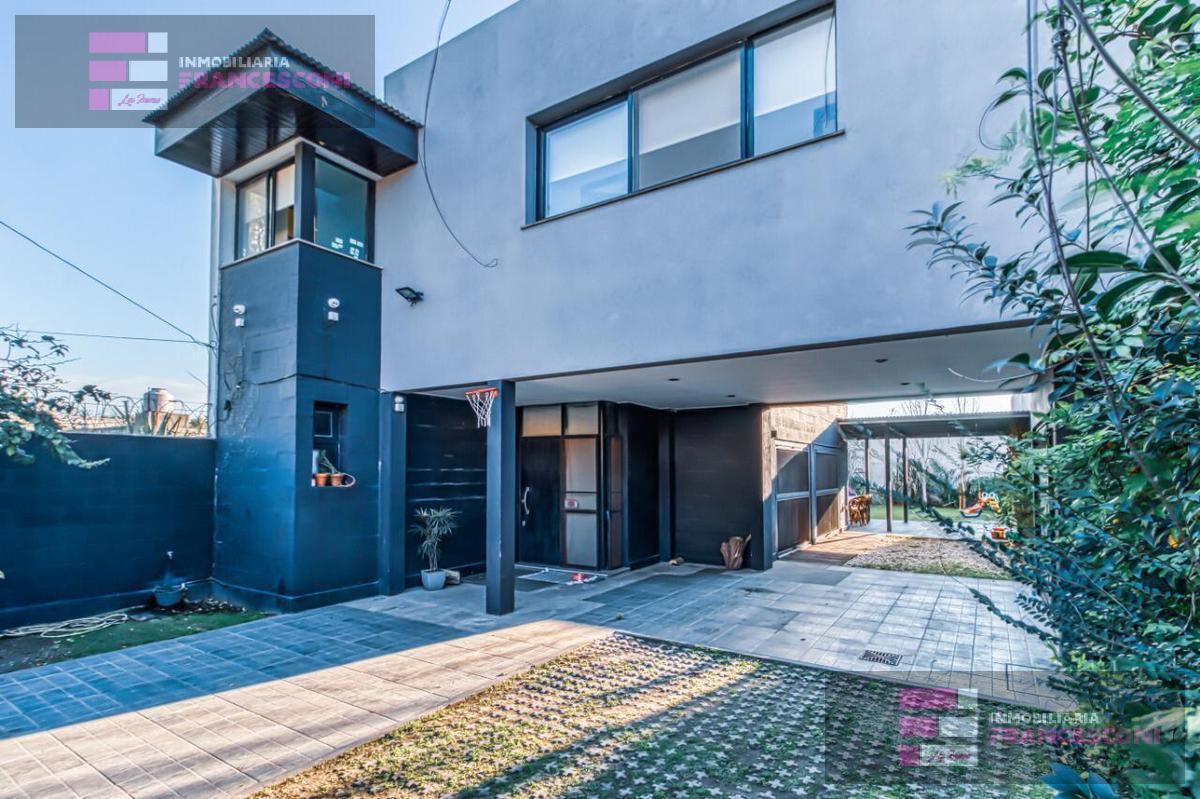 Foto Casa en Venta en  City Bell,  La Plata  481 8 y 10