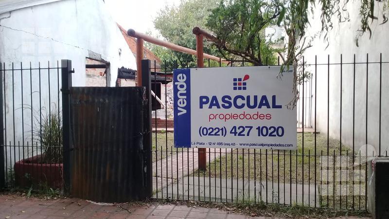 Foto Terreno en Venta en  City Bell,  La Plata  al 400