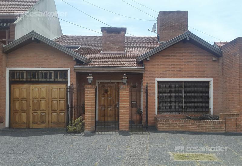 Foto Casa en Venta en  Temperley Este,  Temperley  Velez Sarfield 930