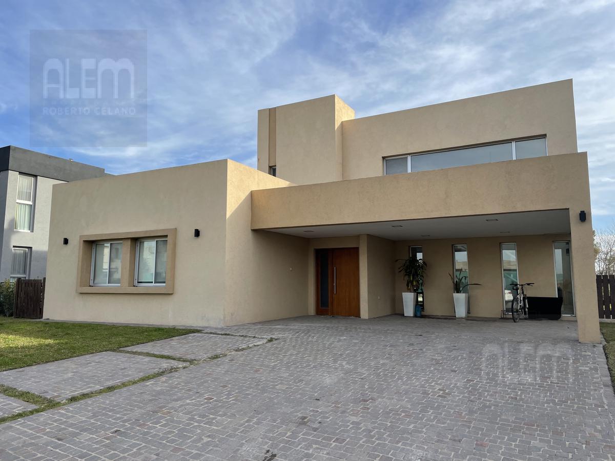 Foto Casa en Venta en  Los Naranjos,  Countries/B.Cerrado (E. Echeverría)  Los Naranjos Lote 31