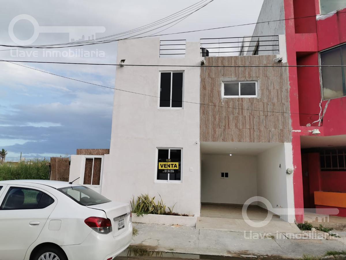 Foto Casa en Venta en  Petroquímica,  Coatzacoalcos  Casas en Venta, Lázaro Cárdenas. Col. Petroquímica.