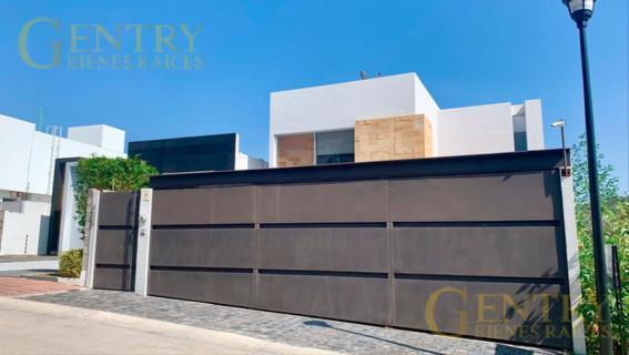 Foto Casa en Venta en  Juriquilla,  Querétaro  Amplia casa a la venta en Juriquilla