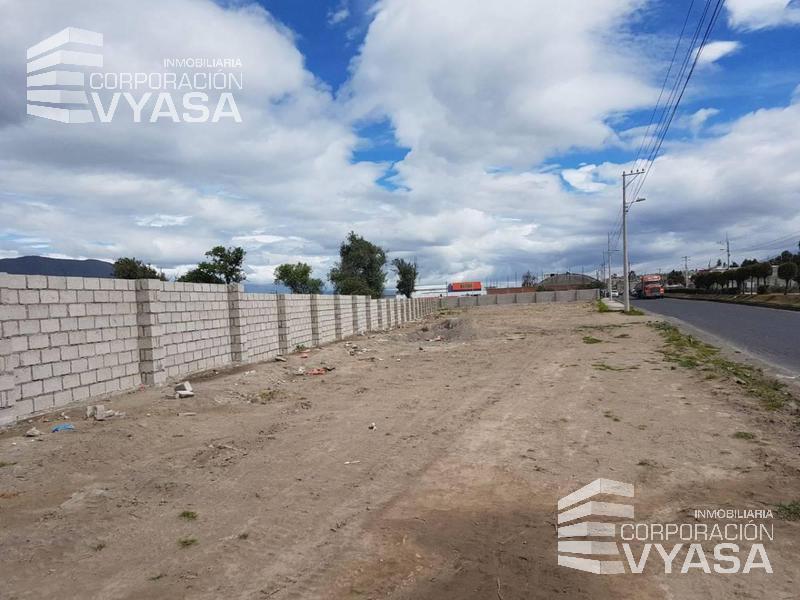 Foto Terreno en Venta en  Norte de Latacunga,  Latacunga      Latacunga - Sector La Malteria,  sobre la Av. Cotopaxi    cerca al Supermaxi, terreno de 2.600 m2