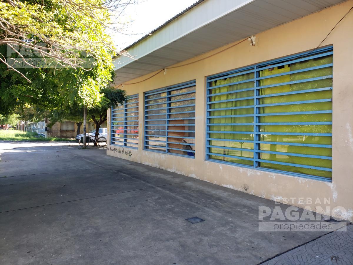 Foto Local en Venta en  Los Hornos,  La Plata  144 esquina 63