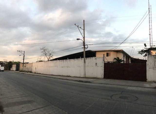 Foto Bodega en Venta en  Norte de Guayaquil,  Guayaquil  VENTA DE BODEGA CON OFICINA ZONA INDUSTRIAL VIA DAULE